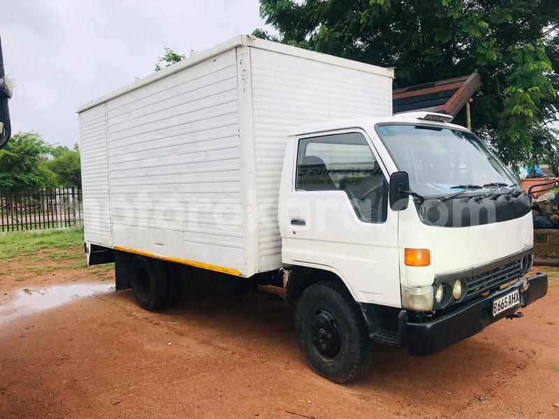 Big with watermark toyota dyna south east tlokweng 23723