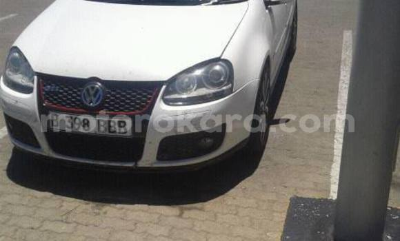 Buy Used Volkswagen Golf White Car in Kanye in Southern