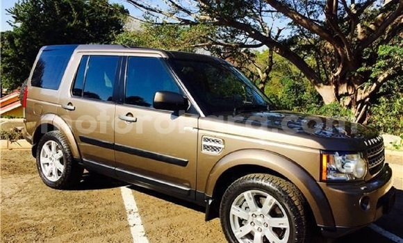 Buy Used Land Rover Discovery Beige Car in Tlokweng in South-East