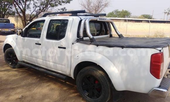 Buy Used Nissan Navara White Car in Gaborone in Gaborone